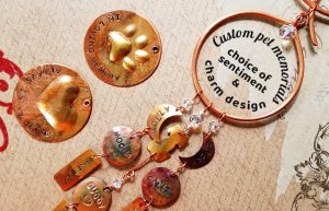 personalized-pet-memorial-for-multiple-pets-choice-of-charms-and-sentiment-5bd9df7d